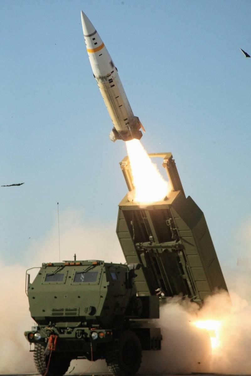 梅復興認為,在三項軍售案中,台灣很多人會感到最亢奮的應該是隨同11套「海馬斯」 (HIMARS) 機動火箭系統一起出售的64枚陸軍戰術飛彈 (ATACMS)。(圖翻攝自梅復興臉書)