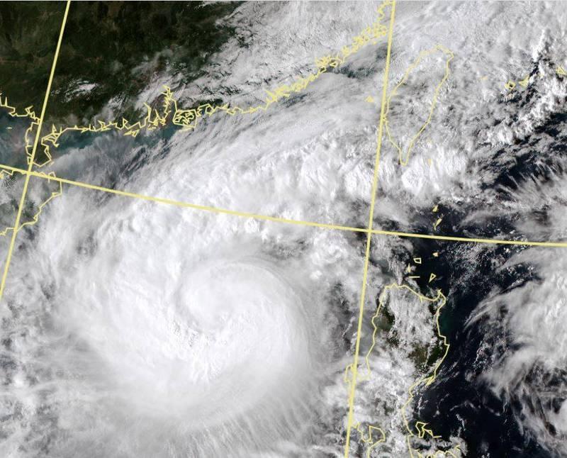 今年第17號颱風沙德爾(SAUDEL)持續增強,今日下午正式發展為中度颱風。(擷取自中央氣象局)