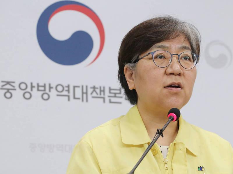 南韓疾病管理廳長鄭銀敬今日就接種流感疫苗後死亡事件進國會聽證會接受質詢,再申無中施打疫苗作業的計畫。(歐新社)