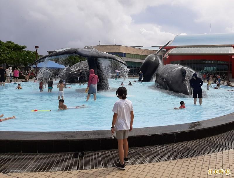 今年暑假屏東縣觀光旅館的平均房價與住宿率明顯上揚。(記者侯承旭攝)