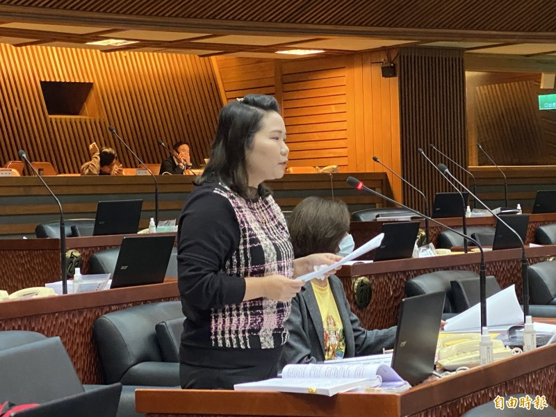 宜縣議員莊淑如(見圖)在議會上要求官員唱歌。(記者蔡昀容攝)