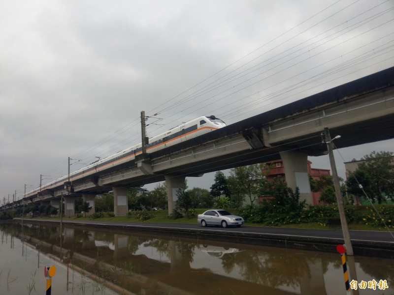 宜蘭鐵路高架等交通建設在議會引起關注。圖為宜蘭市已高架路段。(記者蔡昀容攝)