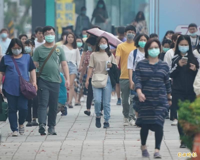 東北風增強,不只風大、天涼,境外汙染物也隨著東北風挾帶移入,開始影響台灣空氣品質。(資料照)