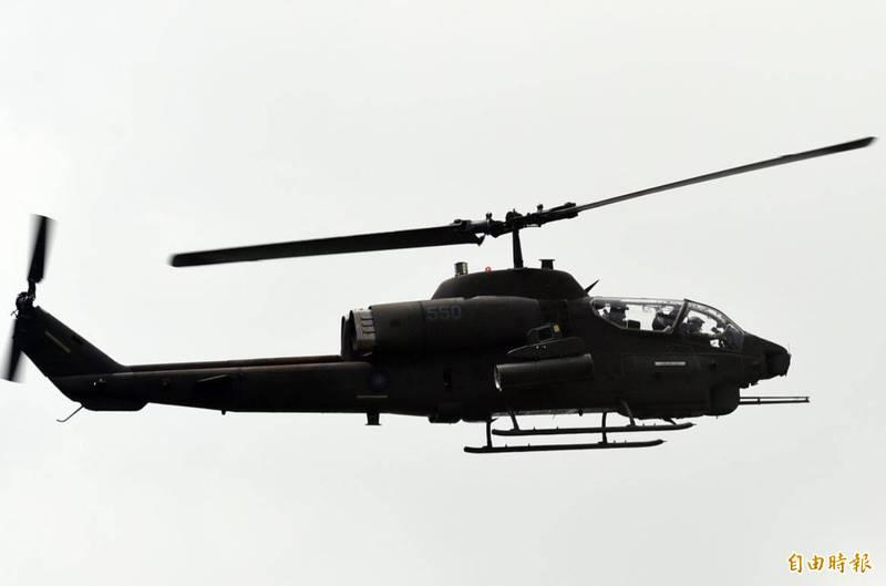 美國海軍陸戰隊的AH-1W「超級眼鏡蛇」直升機在服役34年、機隊飛行總時數將近百萬後,由輕型攻擊直升機第773中隊副中隊長丹尼爾中校和飛官理察森少校於上週完成最後一次的飛行,正式退役。圖為我國陸軍AH-1W。(資料照)
