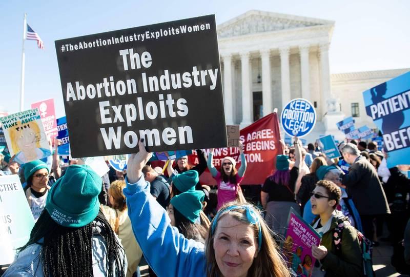美國民眾對於墮胎議題一直存有爭議,如今在川普的領導下,正式與多達32個國家進行簽署反對墮胎的《日內瓦共識宣言》,引起民眾高度關注。(法新社)