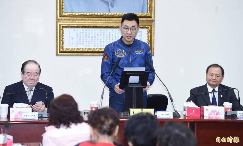 國民黨主席江啟臣(中)23日出席抗戰勝利暨台灣光復75週年與僑胞有約活動,並在會中致詞。(記者廖振輝攝)