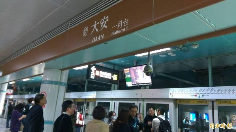 台北市捷運大安站外今晚傳出槍聲,警方已在調查開槍者的身分及動機。(資料照)
