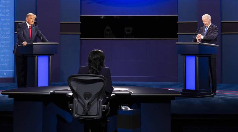 2020美國總統大選倒數12天,台灣時間今日上午9點舉行最後一場官方總統辯論,由《NBC News》資深記者維爾克(Kristen Welker)挑選題目並擔任主持人,總統參選人川普、拜登就各大議題交鋒。(歐新社)