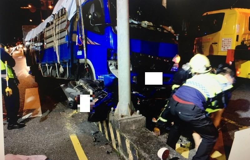 省道台9線174.5公里花蓮順安路段,23日晚間發生貨車與機車擦撞死亡車禍,騎士送醫不治。(記者王錦義翻攝)