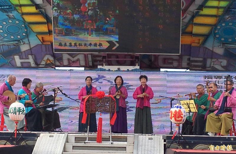台南市太平歌陣文化保存團體麻豆集英社表演太平歌。(記者楊金城攝)