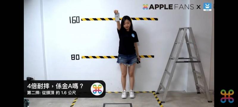 手機檢測APP「手機醫生」製作團隊「點子科技」,與部落客「蘋果迷」合作,用剛到手的iPhone12 Pro直播摔機測試。(記者葛祐豪翻攝)