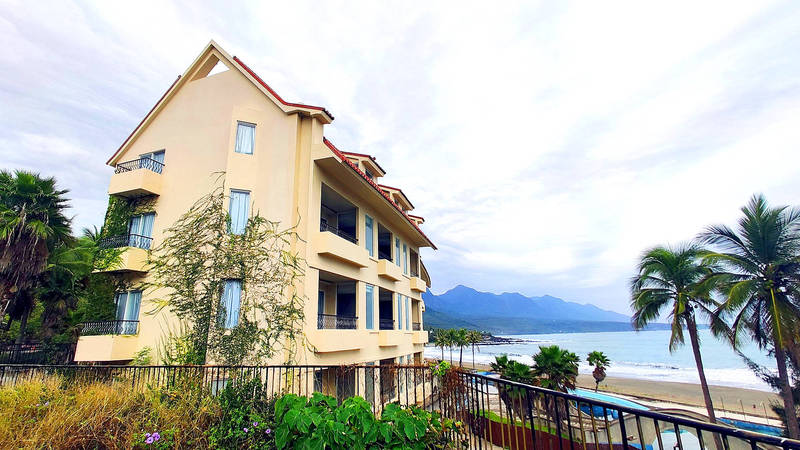 The Miramar Resort is pictured at Taitung County's Shanyuan Beach yesterday.   Photo: CNA