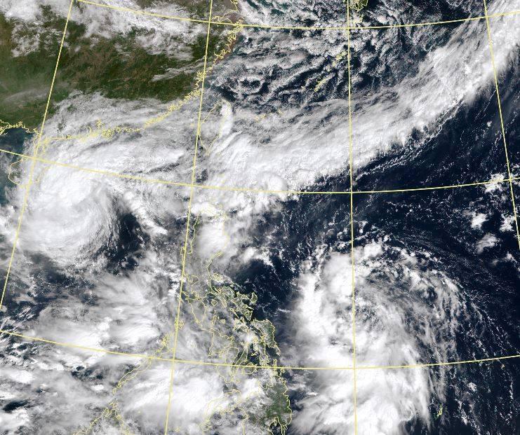 菲律賓東方海面熱帶低壓持續發展,有機會增強為今年第18號颱風「莫拉菲」。(擷取自中央氣象局)