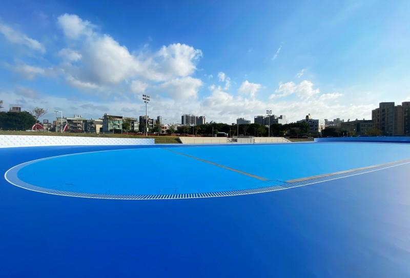 新竹縣首座國際標準200公尺競速滑輪溜冰場近期將完工,示意圖今天搶先曝光。(圖由縣府提供)