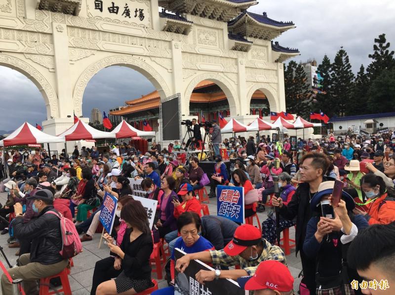 中天新聞台換照引發關注,前新聞局長鍾琴在自由廣場發起捍衛新聞自由活動。(記者楊綿傑攝)