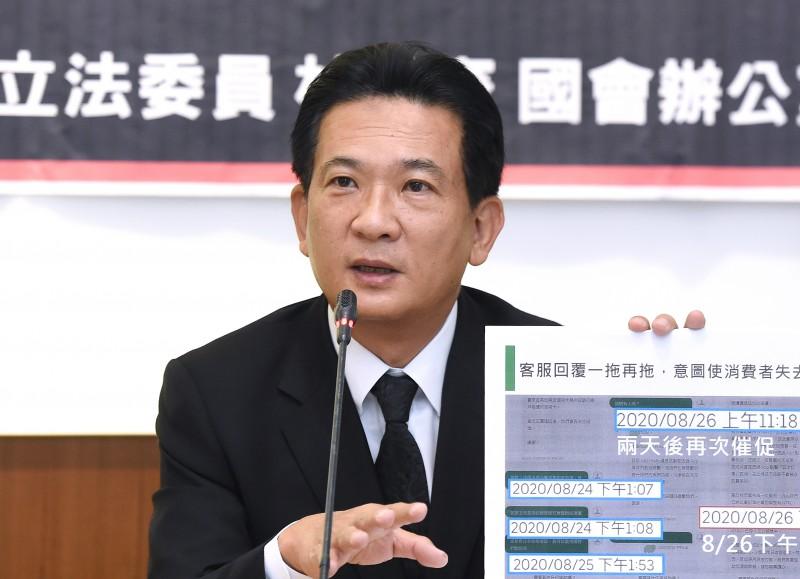 林俊憲指出,現在海外的台灣僑胞只要月繳七四九元,就可以使用健保資源,對照國內按職業類別分類、收取健保費的方式,這個制度顯然不公平。(資料照)