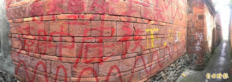 [新聞] 氣炸! 潮州「摸乳巷」百年磚牆遭噴漆