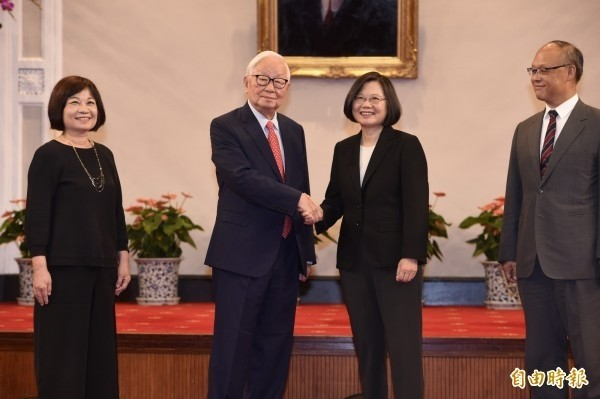 台積電創辦人張忠謀曾三度擔任APEC台灣領袖代表(左2)。(資料照)