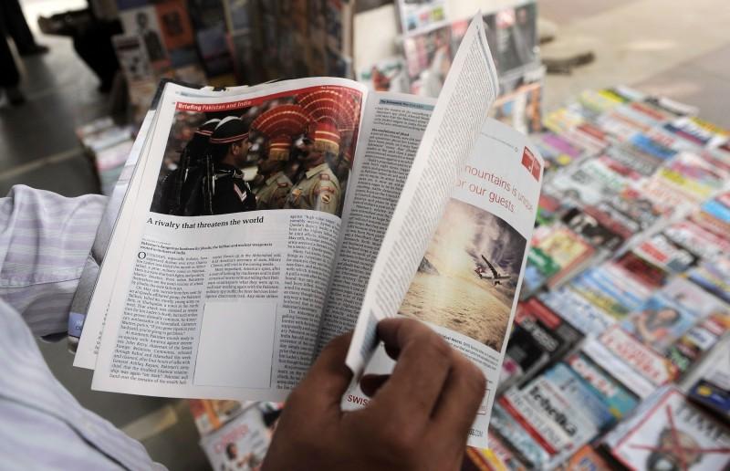 英國《經濟學人》雜誌常在報導中為有資安疑慮的華為公司說話,如今卻被揭發雙方有商業關係。圖為該雜誌的紙本刊物。(法新社檔案照)