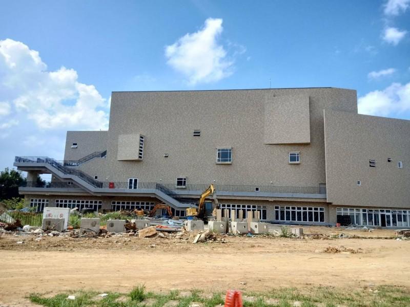 桃園市立新屋高中多功能運動中心工程進入尾聲,正辦理營運移轉案招商,即日起至11月20日受理送件。(記者李容萍翻攝)