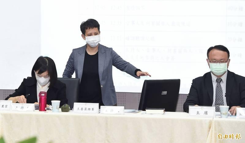 國家通訊傳播委員會(NCC)26日舉行中天新聞台換照案聽證會,委員林麗雲(左起)、王維菁、蕭祈宏等3人主持聽證會。(記者廖振輝攝)