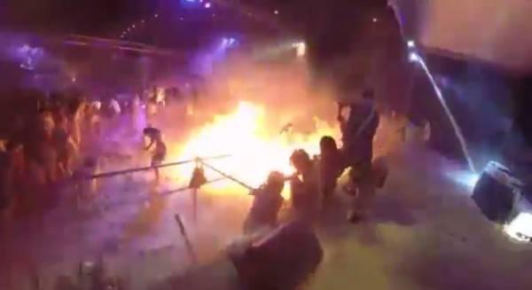 新北市八里區2015年6月27日晚間在八仙樂園發生塵爆。(圖片擷取自YouTube影片)
