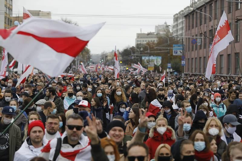 白羅斯10萬民眾25日再次上街示威抗議,預計將在今日發起全國大罷工。(美聯社)