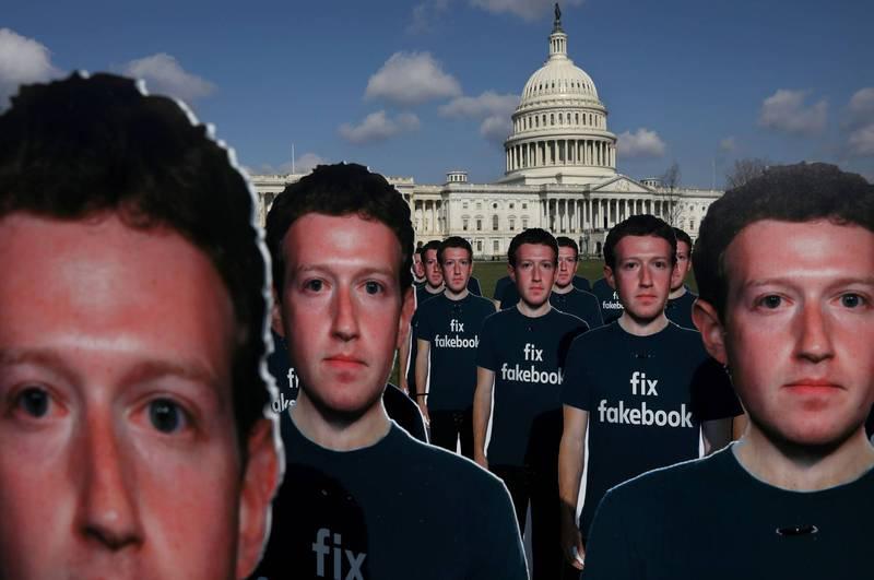 美國民主黨總統參選人拜登與其次子杭特近日身陷「電郵門」醜聞,相關報導卻遭到臉書、推特等平台全面封殺,一位臉書產品經理今日發文「澄清」,卻進一步引起不少網友熱議與質疑。圖為臉書創辦人馬克·祖克柏。(路透資料照)