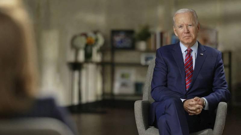 民主黨籍總統候選人拜登(見圖)接受訪談時,說到要撥款1500億美元讓公立大學教育公費化,事後競選團隊承認失言。(美聯社)