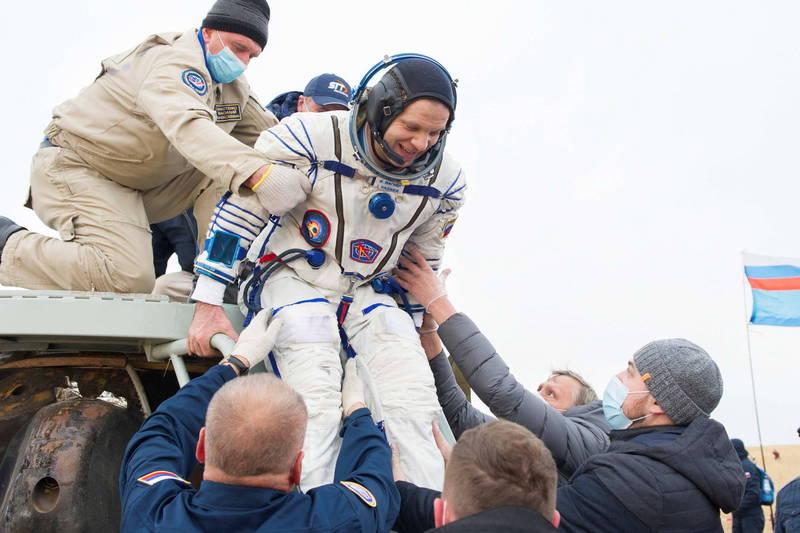 美國太空總署表示,太空人在執行6個月的太空任務後,就可能流失高達10%的骨骼密度。(示意圖,路透)