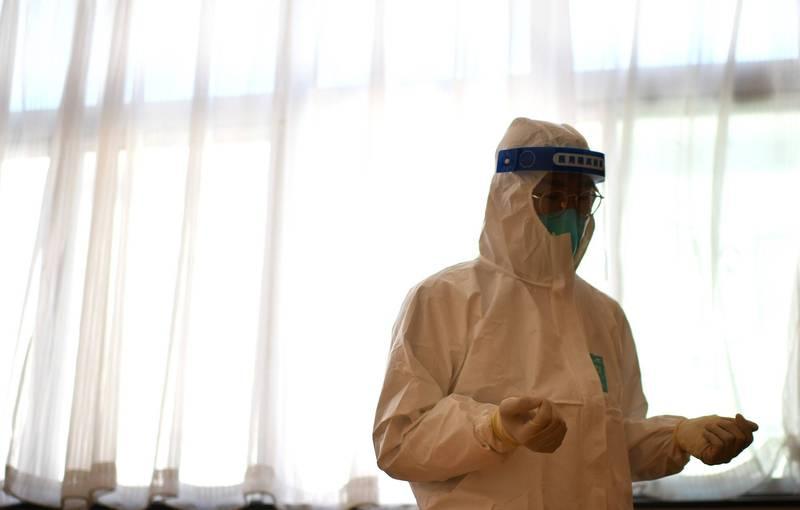 新疆目前共有138例無症狀感染者,都在喀什地區疏附縣。圖為中國醫療人員。(法新社)