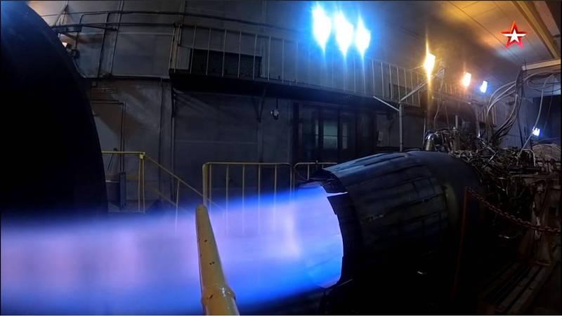 俄羅斯Su-57戰機將獲最新第5代升級版(5+)引擎,號稱將擁有全球最佳推力,圖為第5代升級版引擎。(擷取自俄國國防部紅星電視)