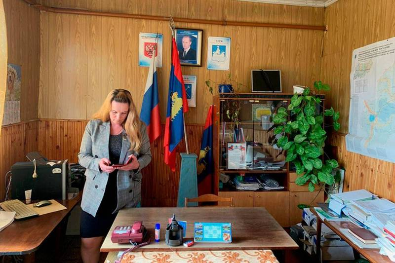 35歲的清潔工烏戈德斯卡婭以62%的得票率當選波瓦利希諾鎮長。(圖擷自推特)