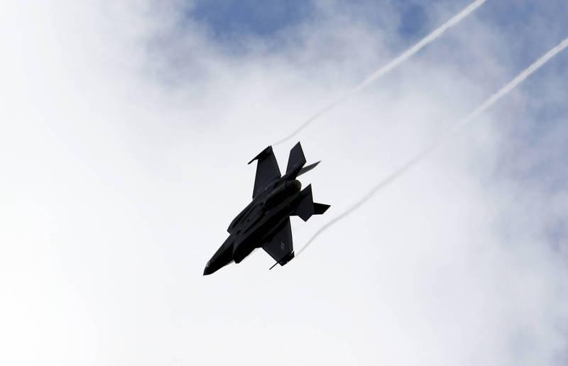 以色列能源部長施泰尼茨25日透露,美國或將成功向中東國家卡達出售F-35戰機,儘管以色列仍持反對立場,圖為美軍F-35戰機。(歐新社)