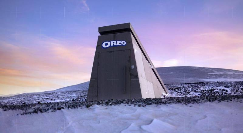 Oreo在永久凍土層上建造了「末日餅乾庫」,讓「轉一轉、舔一舔、泡一泡」的美味在世界末日之後依然能流傳下去。(圖擷自OREO Cookie推特)