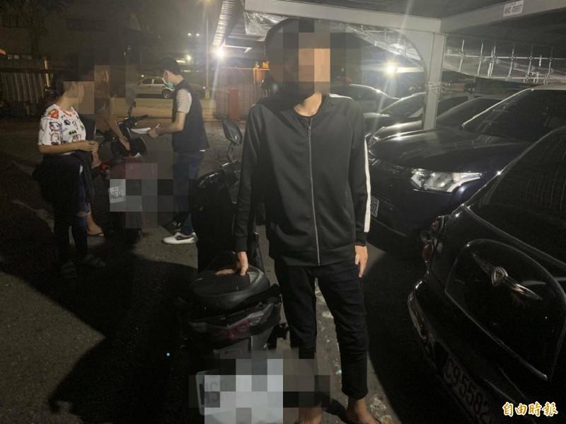 警方帶回21人依法裁罰。(民眾提供)