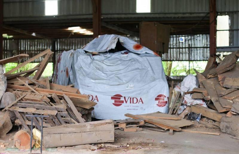 國軍裝甲車隱身破爛廠房工地的照片引起網友熱議,由於藏得十分巧妙,大家都紛紛在猜這輛甲車到底是哪一款。(圖擷自《青年日報》臉書)