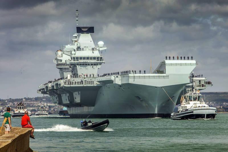 英國皇家海軍歷史最上的軍艦,航空母艦「伊莉莎白女王號」,可搭載多達40架飛機,並能在1分鐘之內將4架戰鬥機從機庫轉移到飛行甲板上。(歐新社)