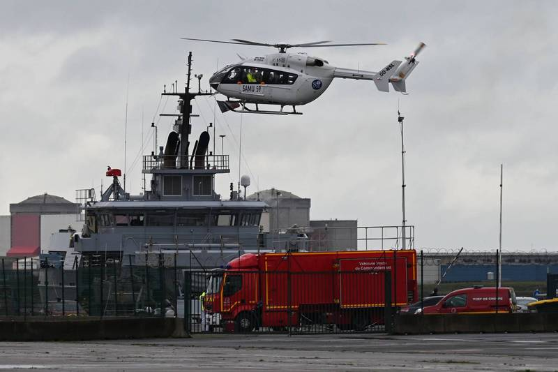 偷渡船在法北近海翻覆 15人獲救3人失蹤2人瀕死