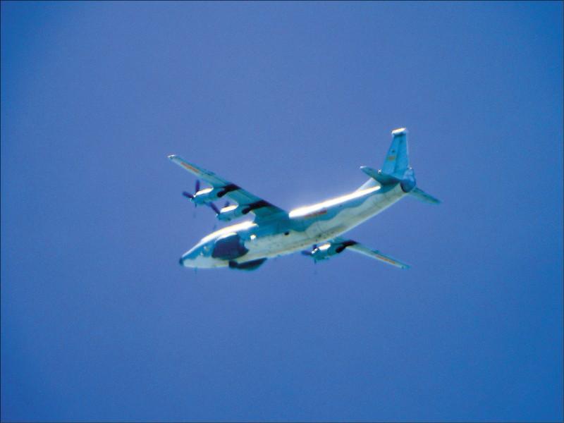 國防部公布昨拍攝到的運八遠干機照片。(國防部提供)