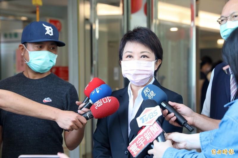 萊劑零檢出明年直接被廢,盧秀燕表示不認同,「會徹底執行市議會通過的法令」。(記者蘇孟娟攝)
