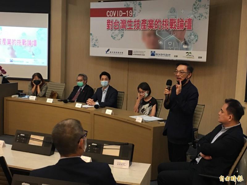 國民黨智庫舉辦「COVID-19對台灣生技產業的挑戰論壇」。(記者林良昇攝)