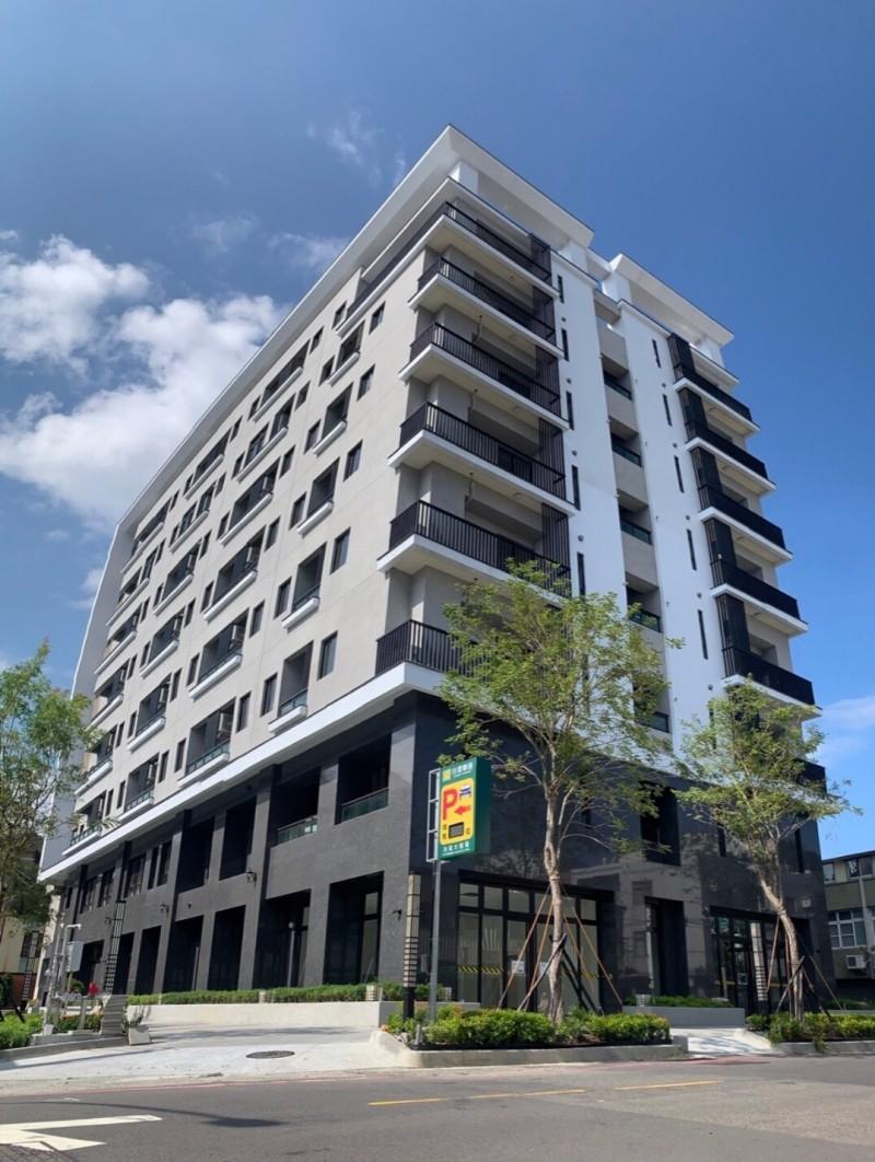 台南幫企業系統後代在台南市區興建南市首棟全齡的頂級養生住宅大樓,啟用後只租不售。(記者王俊忠翻攝)