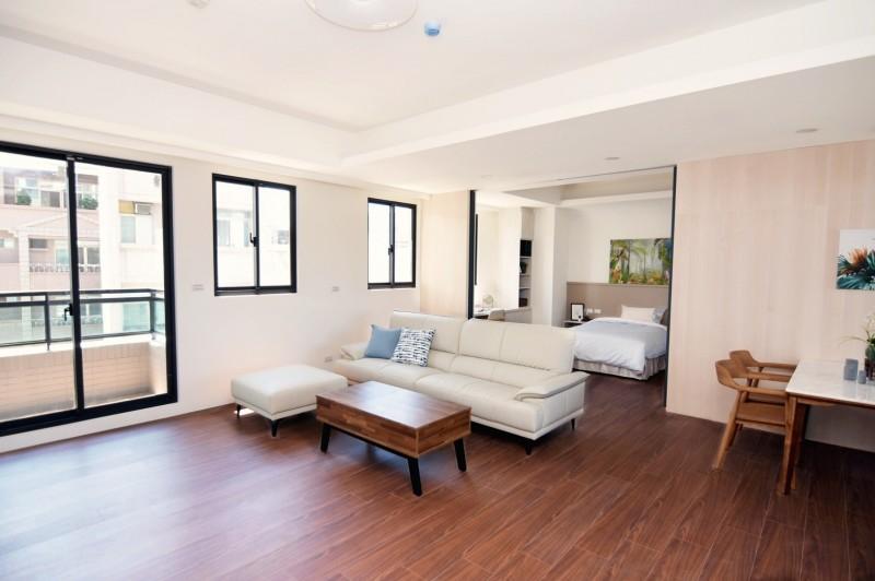 台南市首棟強調全齡頂級的養生住宅「俊傑館」內部房屋空間陳設。(記者王俊忠翻攝)