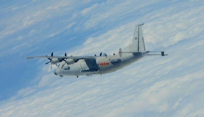 中共運8技術偵察機(見圖)等軍機接連侵入我西南空域。(國防部提供)