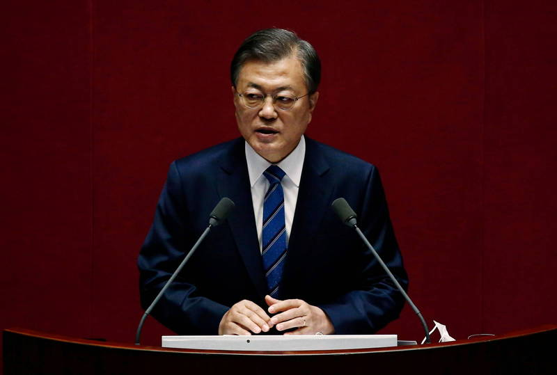南韓總統文在寅今天赴國會發表2021年度預算案施政演說,將大膽投資發展系統晶片、未來汽車及生物健康等3大新型產業,圖為文在寅。(路透)