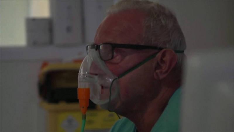 英國的武漢肺炎病患,說明自己染疫後的心聲。(路透社)