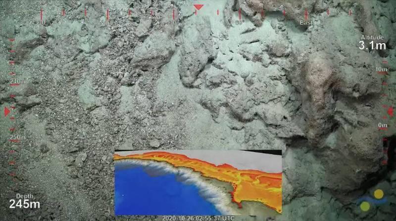 科研團隊近日在大堡礁海域發現一座前所未見的巨大珊瑚礁,其高度逾500公尺,相當於台北101的高度。(擷取自施密特海洋研究所YT影片)