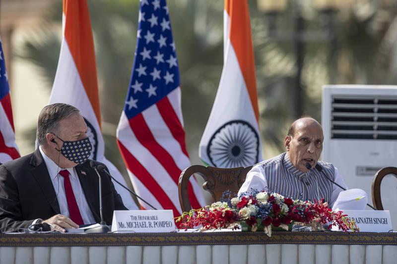 美國與印度27日正式簽署「地理空間基本交流與合作協定」,前美國國防部長辦公室中國科科長包士可指出,美印軍事同盟最重要的是促使中國重新制定印太政策。左為美國務卿龐皮歐,右為印度國防部長辛赫。(美聯社資料照)