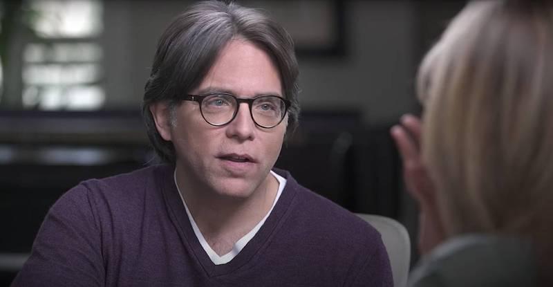 美國知名邪教組織「NXIVM」領導人雷尼爾(Keith Raniere)因為涉嫌性販運、詐欺等多重罪名,遭判120年徒刑。(圖截自Youtube影片)